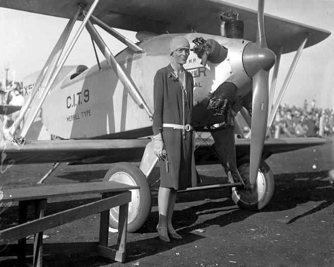 Amelia_Earhart,_circa_1928-1