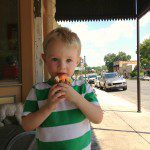 Cupcakes? Yes, please! Loving watching the cars pass by on Main while we grab a treat at Bear Moon Bakery & Cafe
