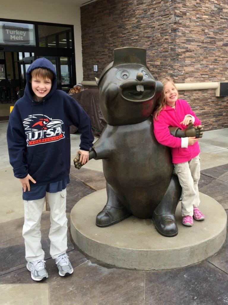 Buc-ee's bronze beaver statue